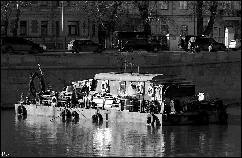 Caravan Boat image